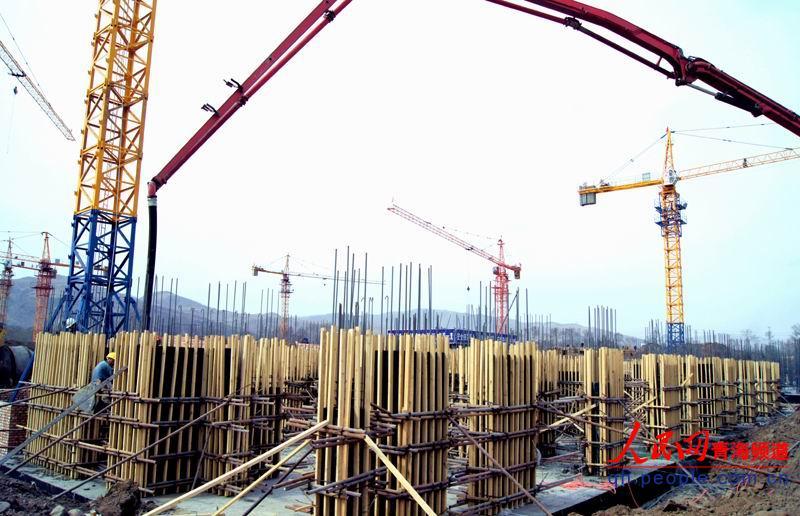 东部新城廉租房公租房建设现场 -大通重点项目陆续开 复 工