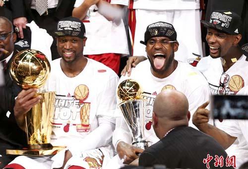 NBA总决赛热火夺冠 詹姆斯荣膺MVP图片