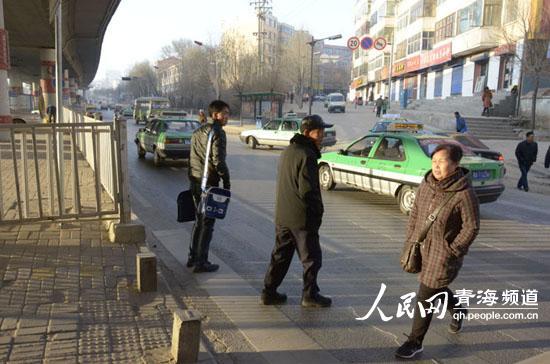 网友反映西宁三角花园站存安全隐患 公交公司:已取消该站