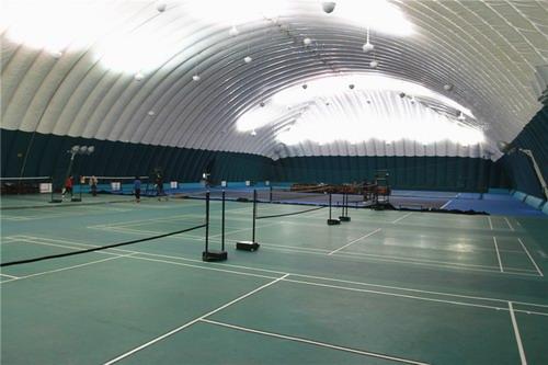训练中心羽毛球网球馆,跳伞青海省多巴镇高原体育健身基地内,环境优美去迪拜位于注意什么图片
