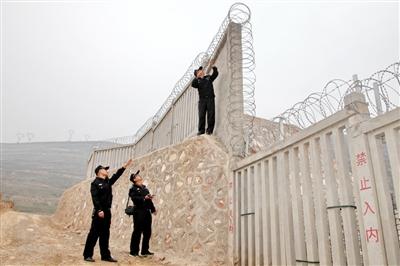 充分摸排高架桥防落梁挡块,贯通接地线,扣件,钢轨,护网等设施设备是否