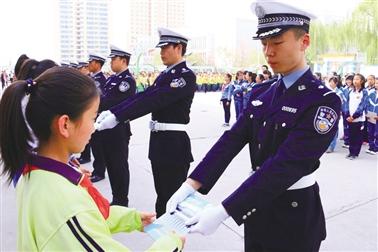"""青海省高速交警大队举行""""高速交警杯获奖作品授书仪式"""