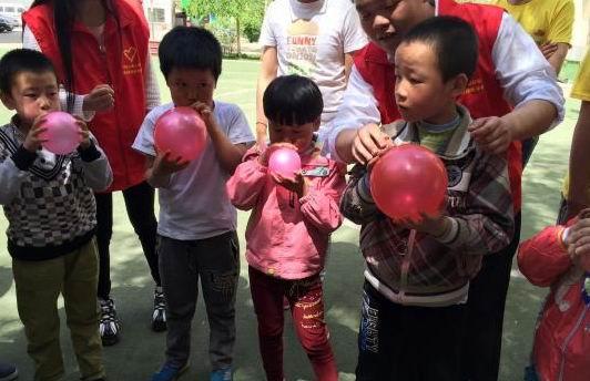 趣味运动会走进聋哑学校