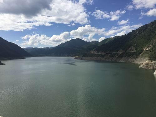 黑泉水库位于青海省大通回族土族自治县宝库乡,是西宁市最重要的