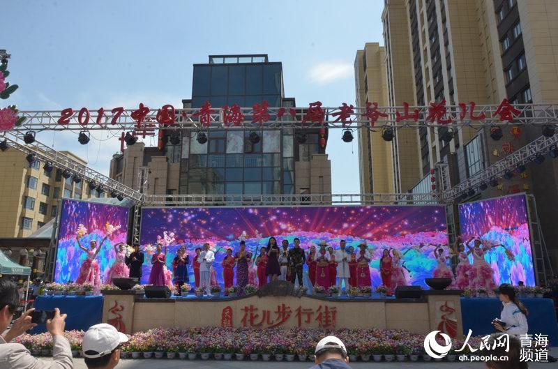 人民网西宁6月26日电 上午,2017中国·青海第六届老爷山花儿会在青图片