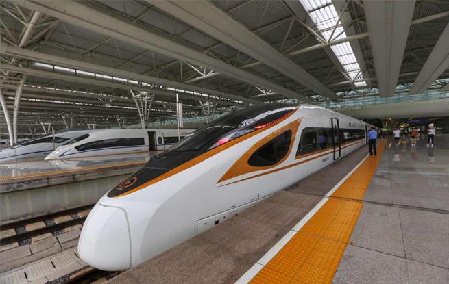 """京沪高铁""""复兴号""""开跑""""350"""" 北京到上海仅需4个半小时"""