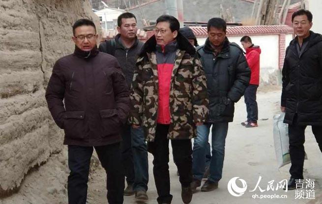 青海储备物资管理局赴祁连宣讲十九大慰问贫困户