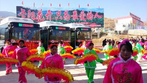 穿越绿水青山 扶贫公交开到了卡阳村