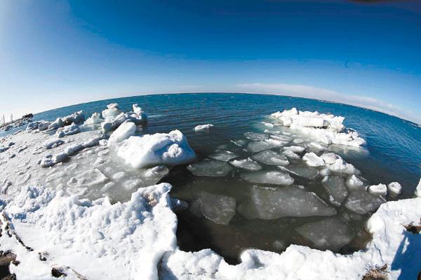 大面积解冻 青海湖进入开湖期