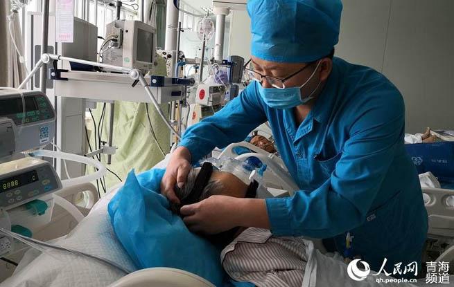 青海:白衣天使坚守奉献庆祝护士节