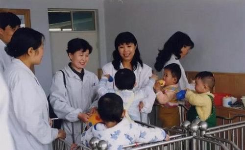 """青海省人民医院""""六一""""国际儿童节为福利院儿童献爱心"""