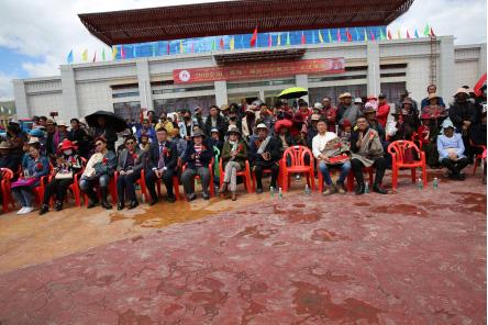 久治县举办主题宣传日 引爆中国(青海)藏毯国际巡回展果洛站