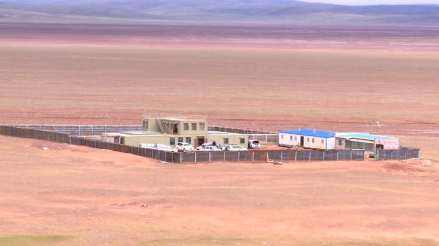 守护高原精灵的摇篮--卓乃湖保护站        卓乃湖保护站是一个季节性的保护站,最早时候只有一顶白色的帐篷,现在则发展成了相对完善的营地。