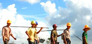农民工新变化:学更多技能 过更好生活        报告显示,2017年我国农民工总量达到28652万人。随着新生代农民工成为群体中的大多数,他们的学历、收入、技术水平和生活环境都在逐步提升。他们的职业选择和发展有什么新变化?