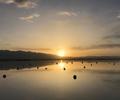 """【视频】震撼!延时镜头下的茶卡盐湖        茶卡盐湖,位于青海省海西州乌兰县茶卡镇,被旅行者们称为中国""""天空之镜"""""""