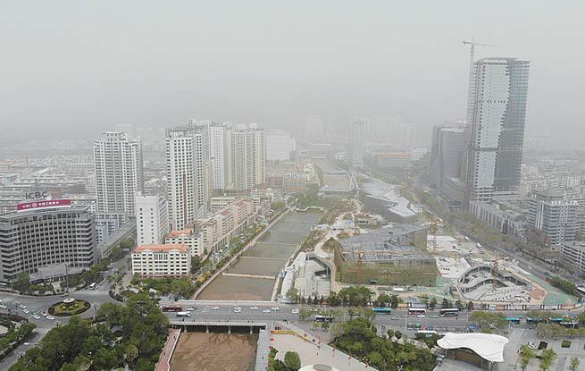 浮尘蔽日西宁市区昨日能见度仅2公里