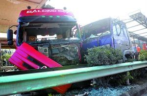 贵遵高速30余机动车连环相撞 致7人亡10余人伤